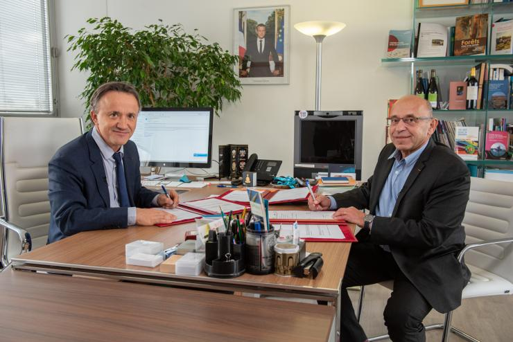 Le 8 novembre 2019, Philippe Mauguin, Président directeur général de l'Inra et Pierre Weill, co-président de l'association Bleu-Blanc-Cœur et fondateur de la société Valorex, ont signé une convention-cadre qui vise à organiser leurs collaborations dans les domaines de la nutrition humaine, de la santé animale et de l'environnement.
