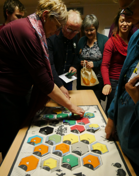 """""""Terre en jeu"""": a training game to support territorial dynamics affecting agricultural land"""