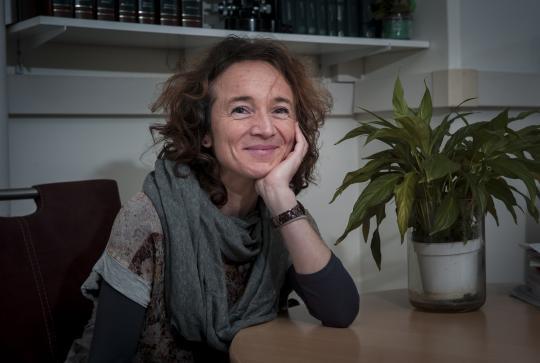 illustration Rut Carballido-López, femme de science très simplement